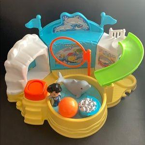 Little  people aquarium